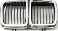 Решетка радиатора центральная (хром, черная) BMW 7SERIES 1986-1994 год / Е32