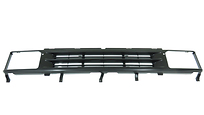 Решетка радиатора (серебристо-черная) NISSAN TERRANO 1986-1995 год / YD21
